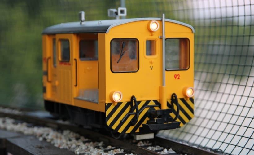 Gelber Modelleisenbahnzug | Foto: Dan Paul bei unsplash.com