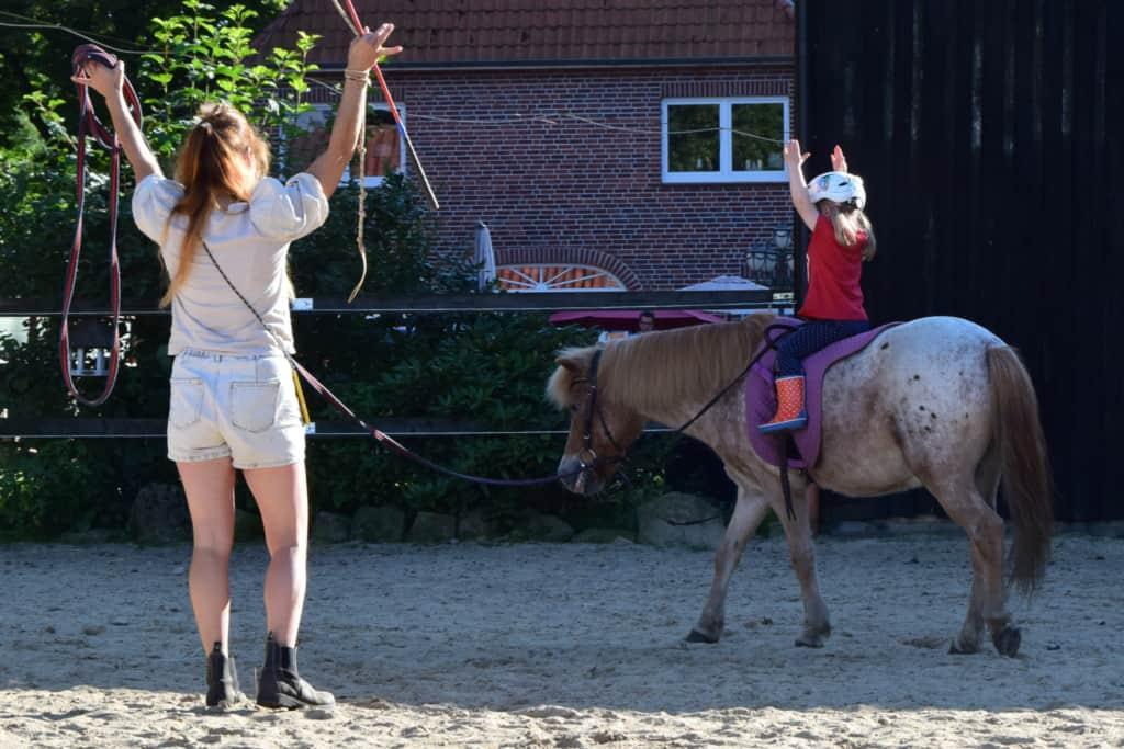 Reitunterricht für Kinder auf Ponys