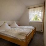 Schlafzimmer, gelbe Ferienwohnung, Ferienhof Lührs, Schneverdingen, Lüneburger Heide