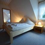 Schlafzimmer, rote Ferienwohnung, Ferienhof Lührs, Schneverdingen, Lüneburger Heide