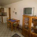 Wohnzimmer mit Küchenzeile, grüne Ferienwohnung, Ferienhof Lührs, Schneverdingen, Lüneburger Heide