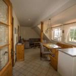 Wohnzimmer mit Küchenzeile, orange Ferienwohnung, Ferienhof Lührs, Schneverdingen, Lüneburger Heide